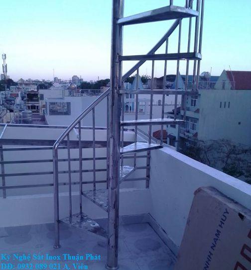 Cầu thang inox 03