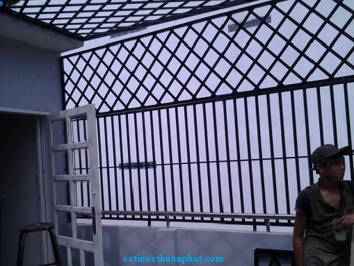 Khung bảo vệ sân thượng hoàn thiện