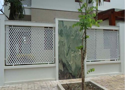 Hàng rào sắt phải được lựa chọn theo thiết kế của ngôi nhà