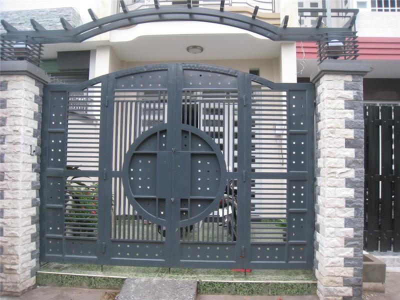 Cửa cổng sắt có hình thức đẹp