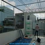 Lắp khung bảo vệ sân thượng nhà phố