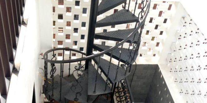 Mẫu cầu thang sắt đơn giản, khỏe khoắn VỮNG CHẮC dài lâu