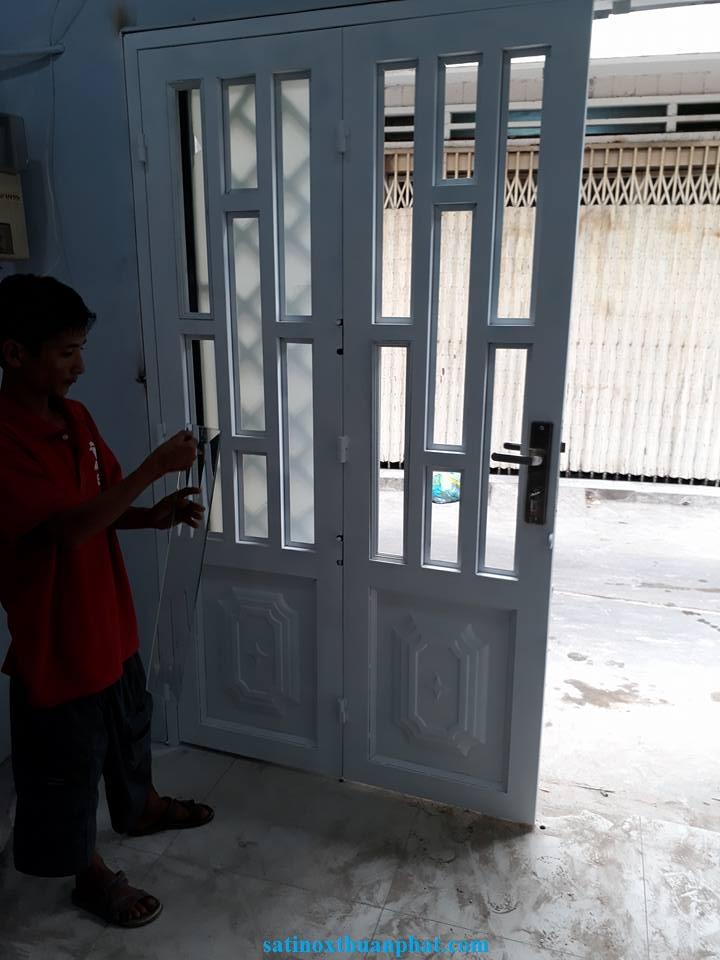 Lắp cửa sắt 4 cánh