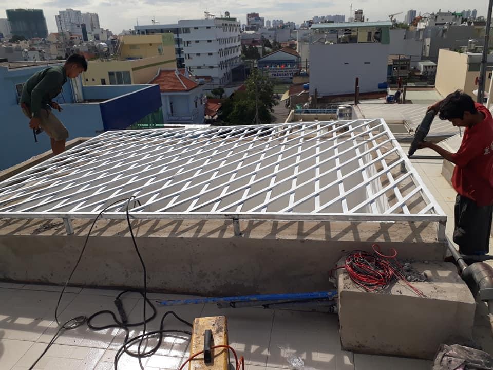 Lắp đặt khung mái giếng trời