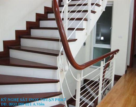 mẫu cầu thang sắt 10