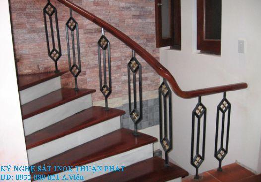 mẫu cầu thang sắt 06