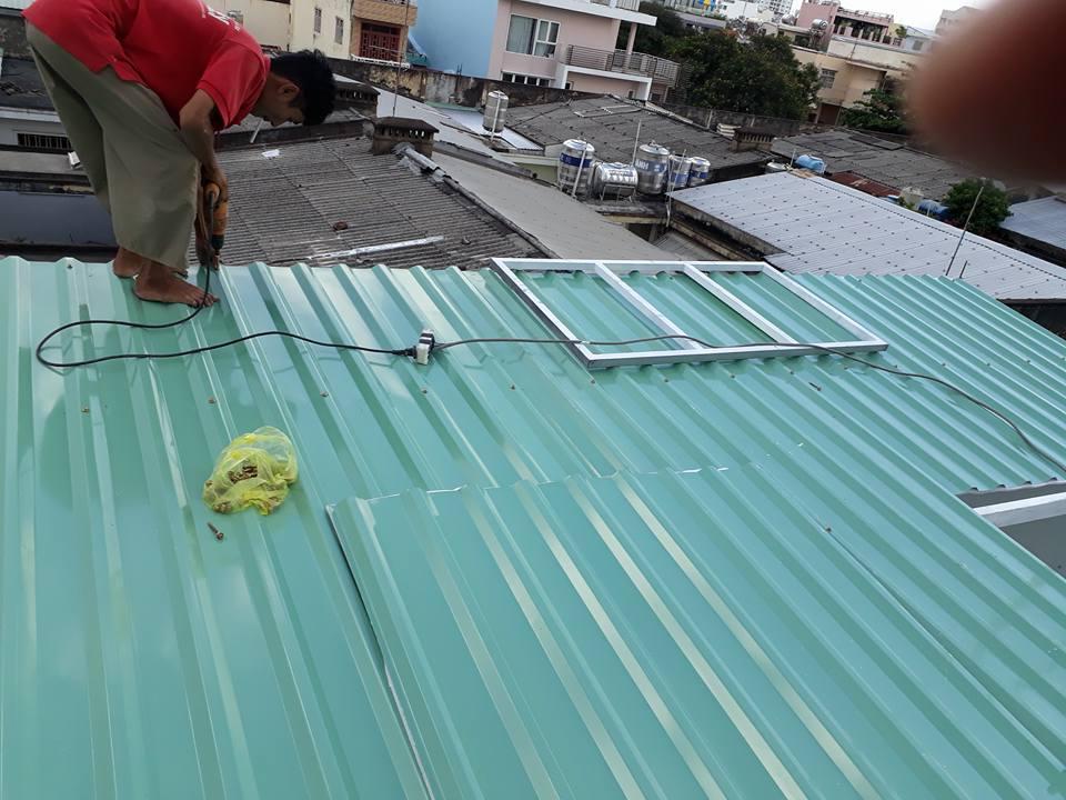 Lắp mái tôn chống nóng