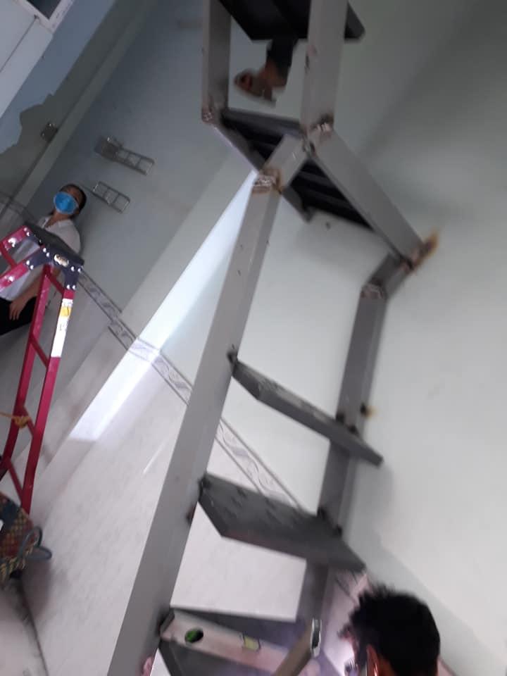 Hình ảnh lắp cầu thang sắt cho khách hàng