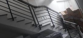 Cầu thang sắt tay vịn vân gỗ