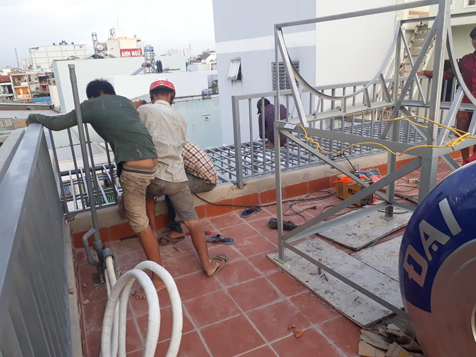 Lắp khung bảo vệ sân thượng